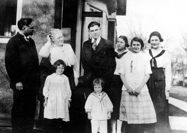 Hemingway Family, 1917, Public Domain image