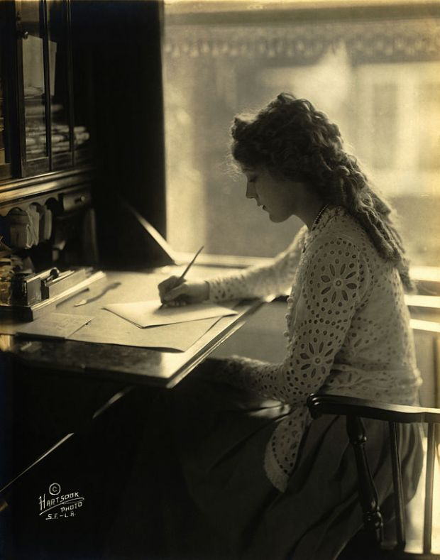 Mary_Pickford-desk