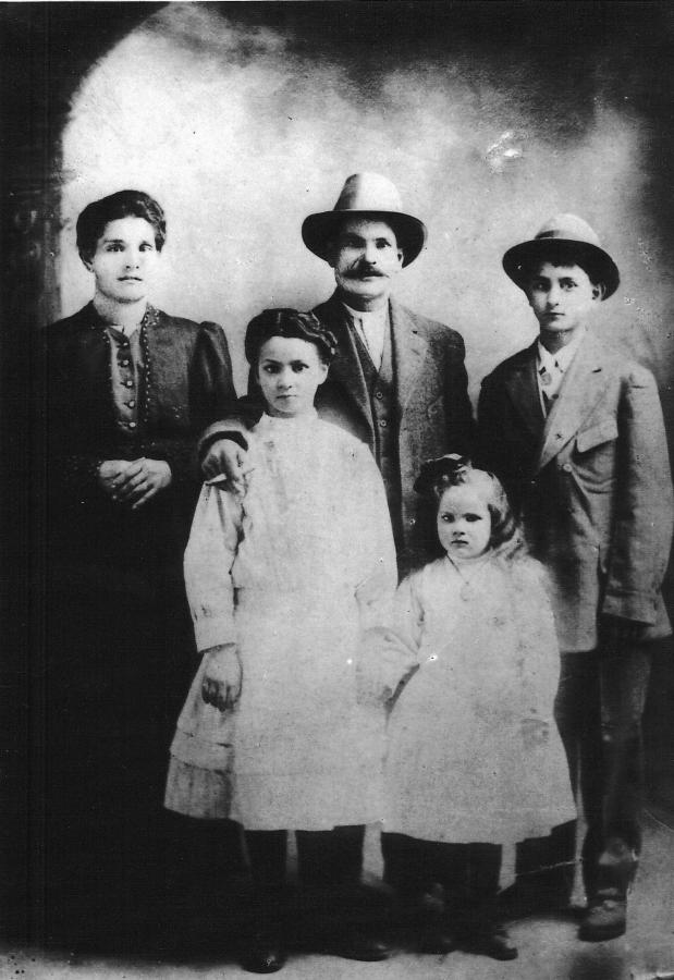 Maria Urbano Romero with husband Jose Aguilar Montosa. Children L to R are Eulalia Montosa, my great grandmother Antonia Montosa, and Jose Montosa.